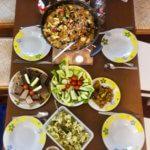 Teilnehmer kochen in der Inselzeit